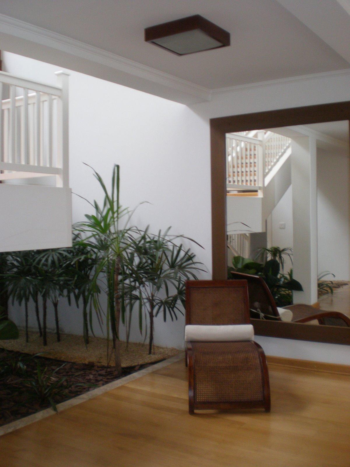 iluminacao para jardim interno:para a caixa da escada além de uma  #654729 1200x1600 Banheiro Com Jardim Interno